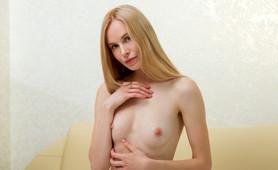 Tall, slim, Maria Rubio arches her back when cumming